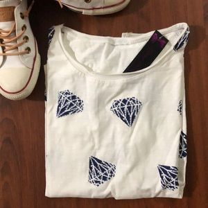Tops - White T-shirt with blue diamonds 💎💎💎